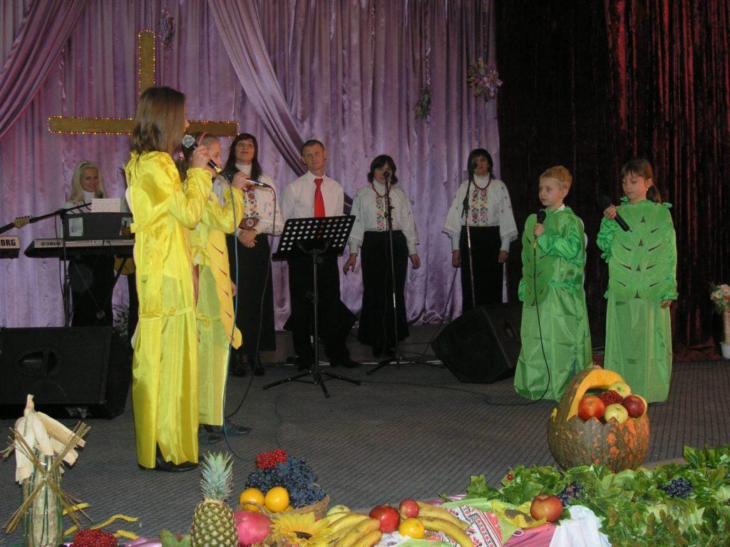 Выступление на празднике Жатвы